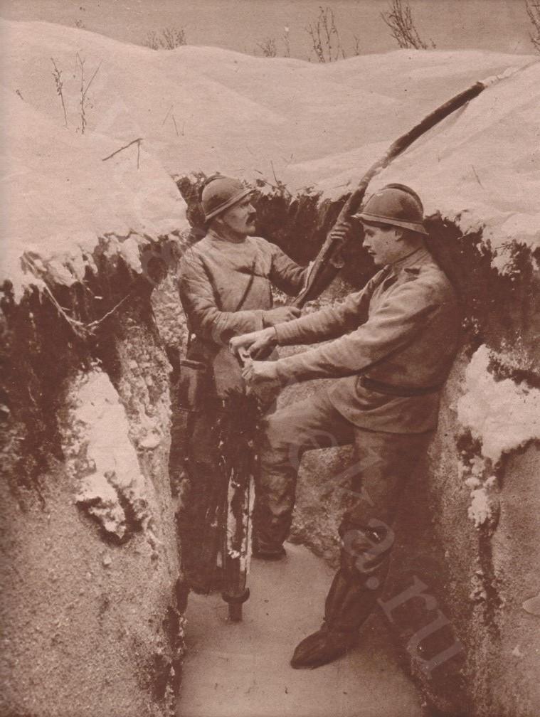 1916_Русские солдаты осушают окопы