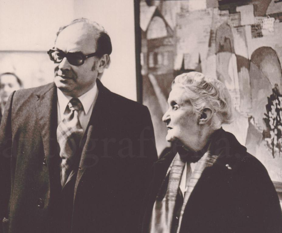19_С Женевьевой Табуи на выставке 50 лет дипотнош СССР и Франции 1974
