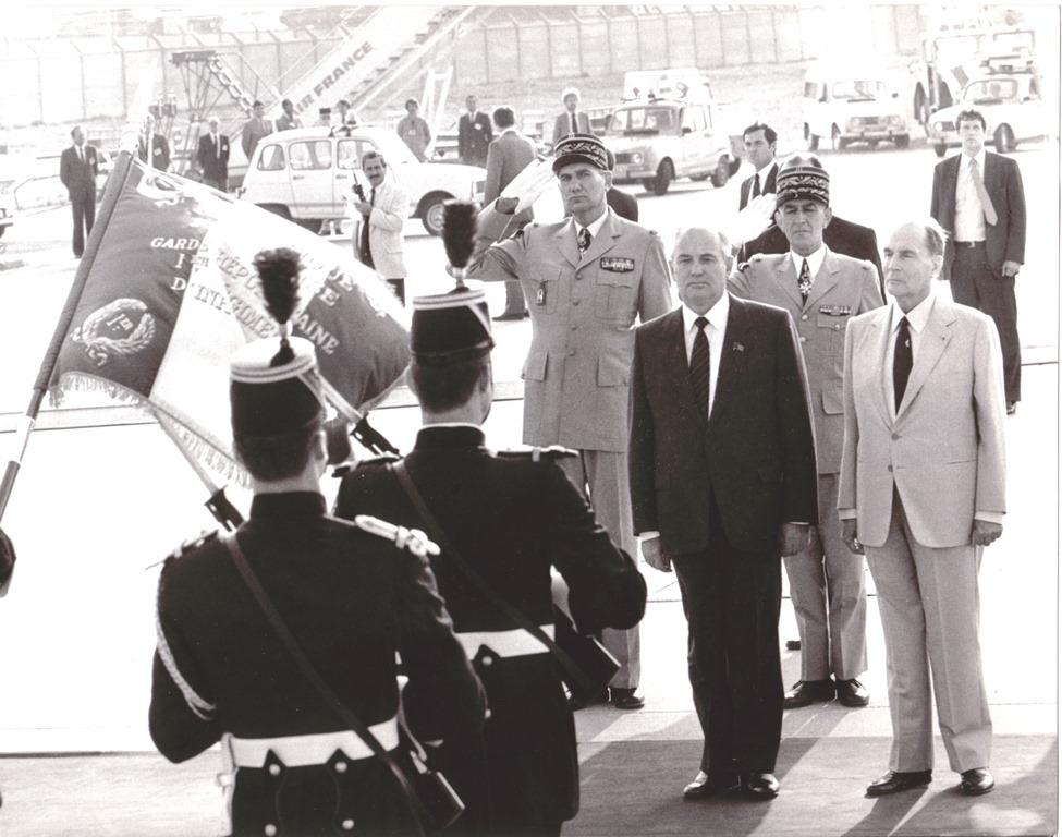 Горбачев и Миттеран 2 окт 1985
