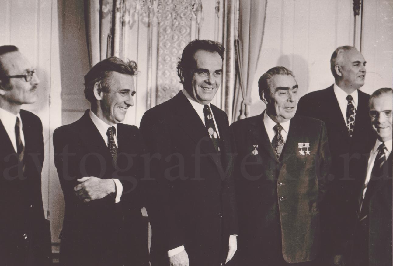 1974_Канапа ЛеРуа Марше Брежнев Плиссонье-в очках и сов военсоветник1974