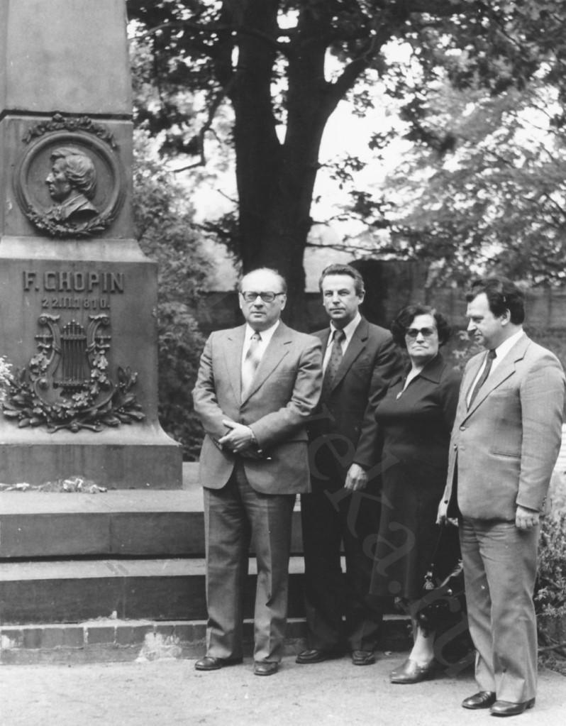 41_У могилы Шопена начало 80-х